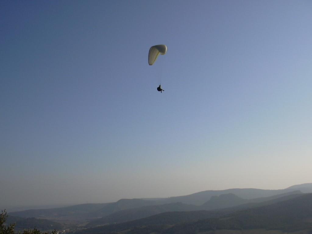 A Cabrières, le Pic de Vissou piste d'envol Parapente