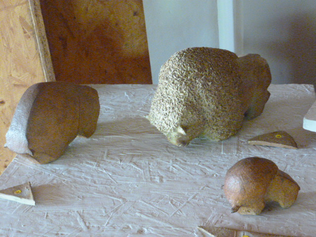 Sculptures - Caco - dans salle d'expo de Bouquet de Flammes