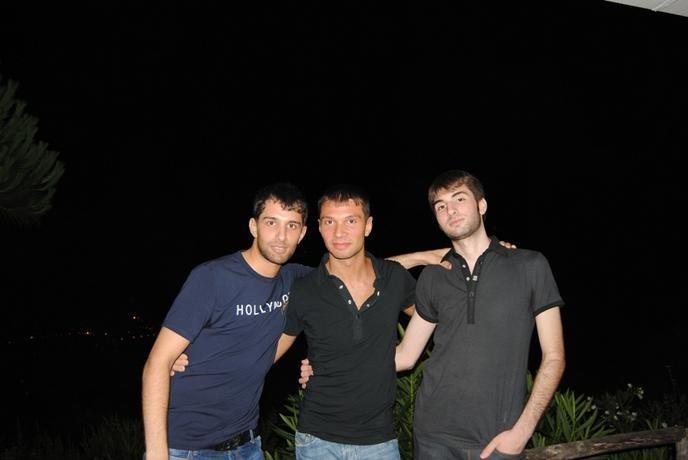 I figli di Ciro Tartarone, da sinistra verso destra: Domenico, Sisto, Cristian.