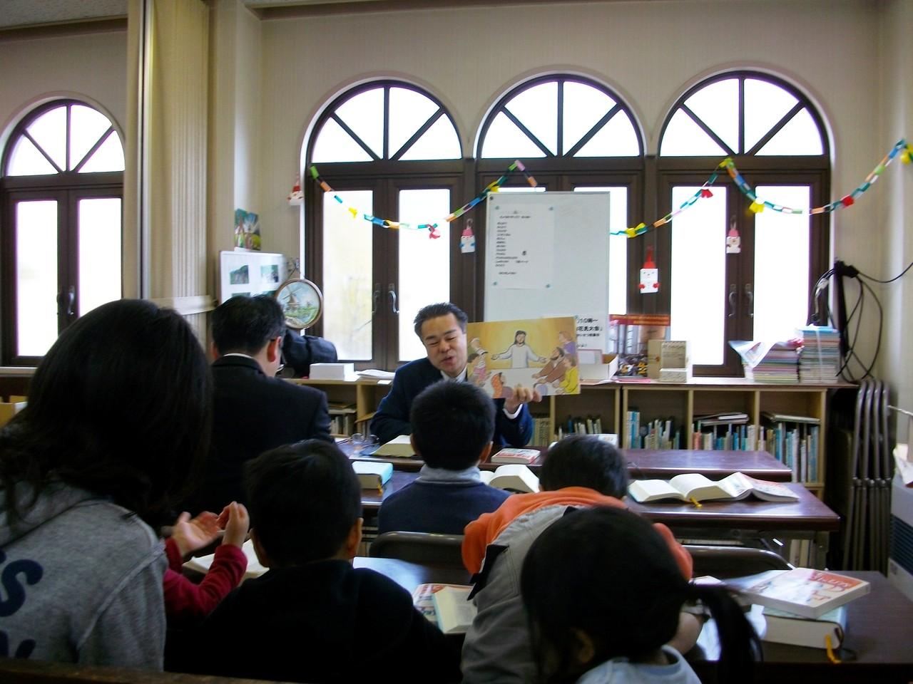 教会学校の礼拝は絵本や紙芝居も使います