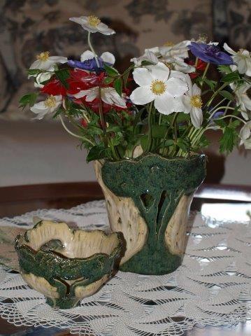 Blumenvase und Schale