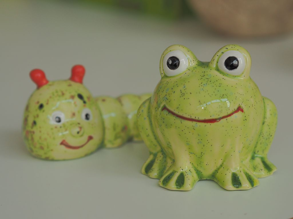 Raupe und Frosch bemalt