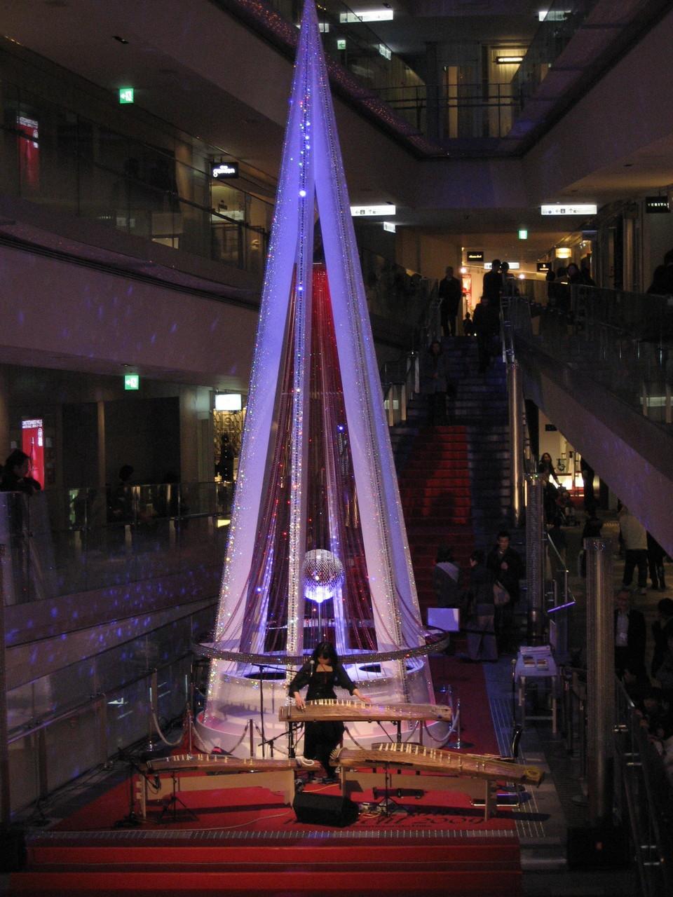 Einkaufspassage in Tokyo an den Feiertagen