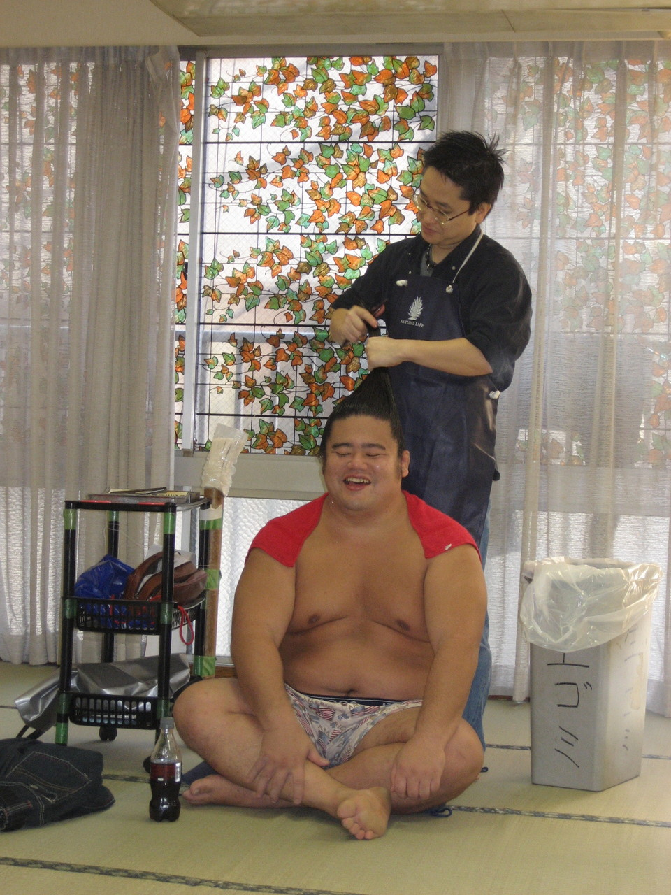 Sumoringer beim privaten Frisör