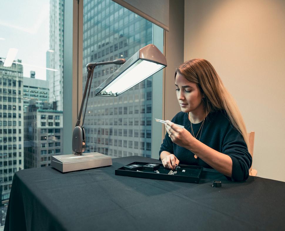 Die Berner Designerin Ann Perica setzt auf Transparenz bei der Edelsteinherkunft.