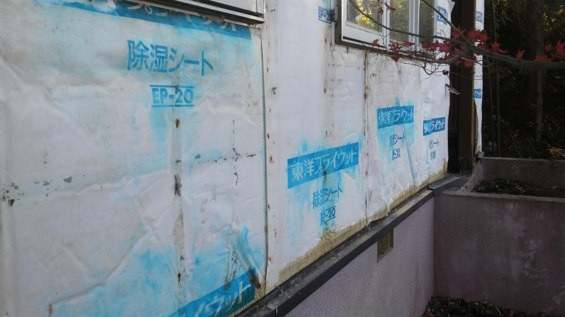 外壁を除去。新しい外壁が待ち遠しいですね!