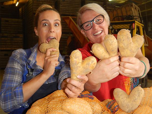 Moderatorin Rebecca Rühl und Juniorchefin Katharina Jakob im Kartoffelrausch.