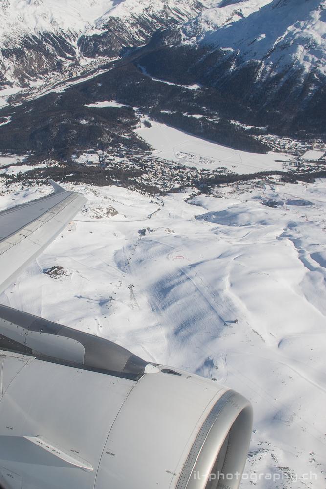 Die Skipisten und das WM-Zielgelände von Salastrains. Unten auf dem See sieht man das Gelände des White Turfs.