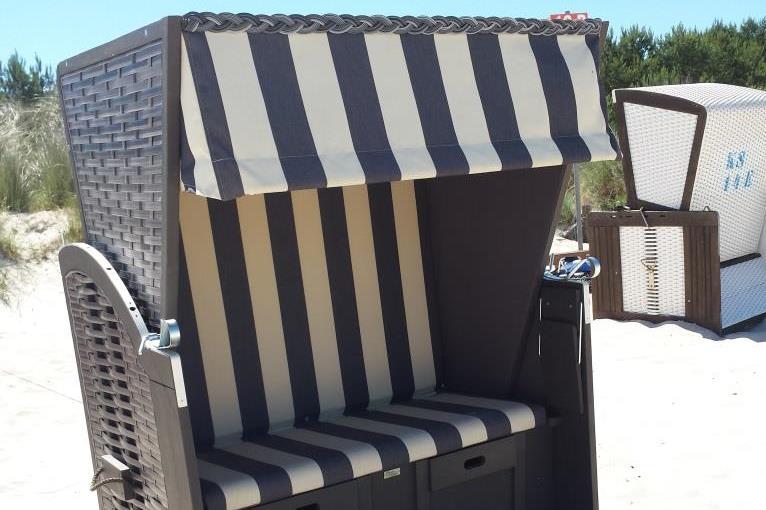 in der Saison steht ein Strandkorb gratis bereit (Bothmann strandnahe Ferienwohnungen, Usedom)