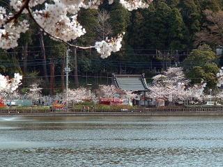 八鶴湖対岸より見た 最福寺