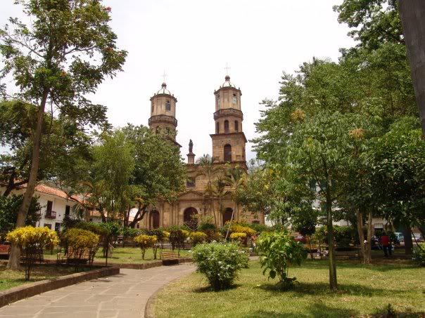 QUE HACER?   Visita monumentos arquitectónicos, parques y ambientes de naturaleza