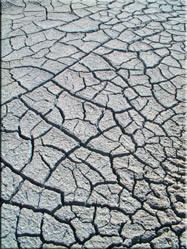 De gescheurde zoutvloeren in Altiplano. De kolkende potholes en lavastromen zijn een natuurlijk genot voor het oog en zeker een bezoekje waard.