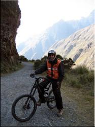 Gepakt en gezakt tijdens de tocht. Achteraf (soms) best pittig maar werkelijk een onmisbare ervaring rijker dwars door de Andes...........