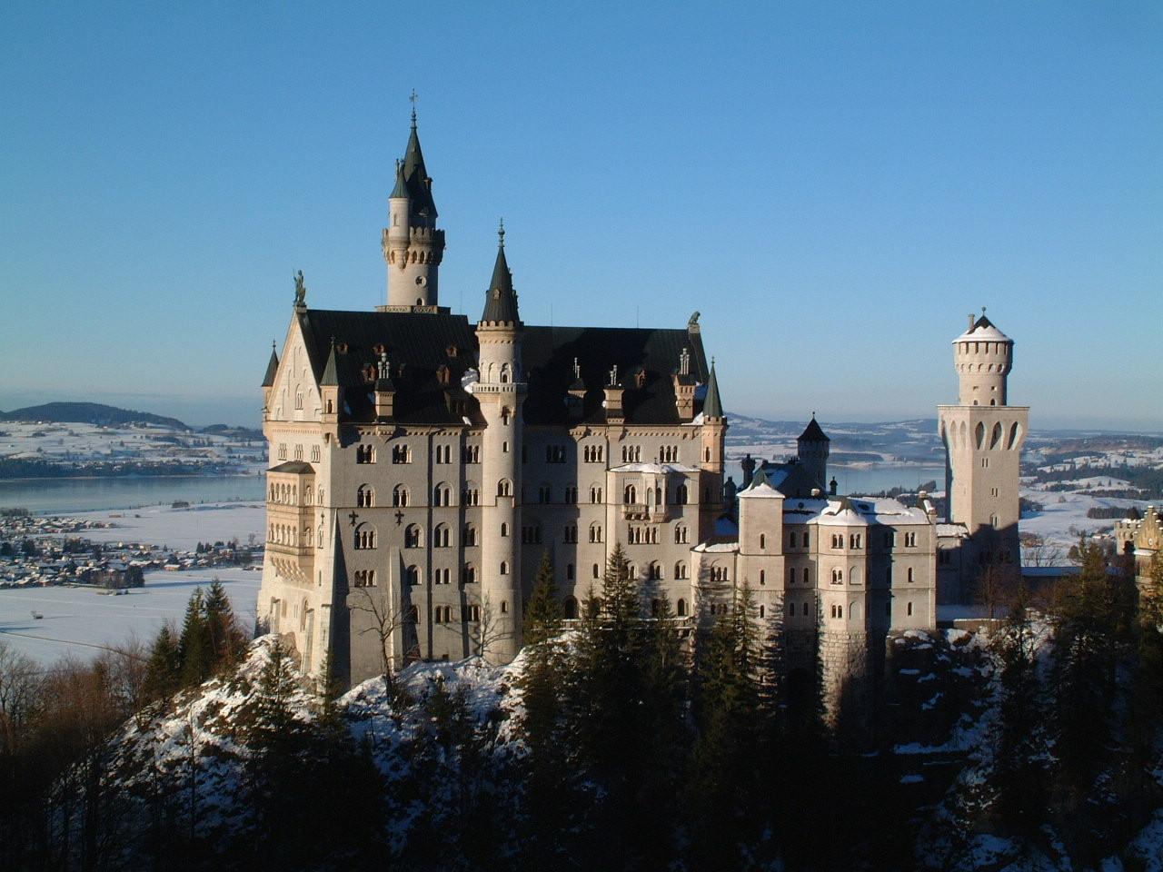 Het aan de oevers van de Schwansee gelegen Schloss Neuschwanstein in Zuid-Duitsland.