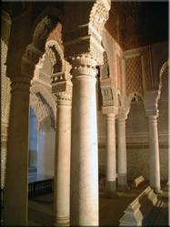 Eén van de mooiste voorbeelden van Islamitische architectuur zijn de Saadische graven waar zich het mausoleum van Ahmed el-Mansour bevind.