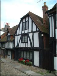 Een typisch Engels huis(je) uit de 11e eeuw in het pitoreske stadje Rye. Door onze reis heen hebben we veel verschillende pitoreske en historische huizen gezien.