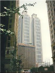 Een kijk op downtown Atlanta waar de torenhoge skyscrapers onderdeel zijn van het alledaagse beeld in de binnenstad.