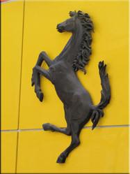Een prachtig symbool van auto- historie maar ook kenmerkend voor hetgeen waar Monaco voor staat....uitstraling en rijkdom.