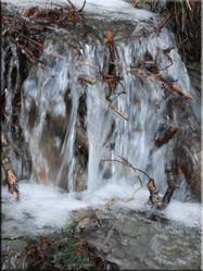 Bergwater in Parco Naturale Gran Bosco di Salbertrand. Een schitterend natuurpark van waar uit je vele wandelingen naar bergtoppen kunt maken.