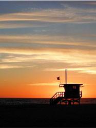 Het bekende strand 'Venice beach' bij zonsondergang. Televisie- en filmbeelden zijn hier volop gemaakt (Baywatch, White men can't jump etc.).