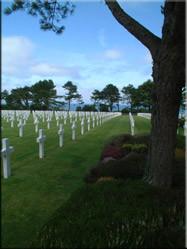 De Amerikaanse begraafplaats bij Saint-Laurent-sur-Mer boven het Omaha strand geeft een trieste weergave van de prijs die voor onze vrijheid is betaald.