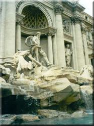 De bekende Fontana di Trevi die maar liefst een hele muur van het Palazzo Poli in beslag neemt. Mocht je Rome ooit terug willen zien, gooi dan een muntje......