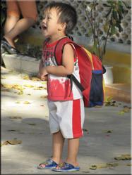 Een spontaan bezoek aan een lokaal schooltje bracht ons een hoop leuke plaatjes, en uiteraard veel herkenbare situaties.....