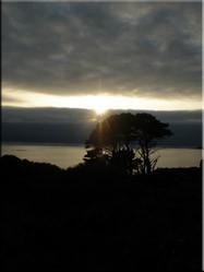 Zonsondergang bij Côte de Granit Rose. Eén van de populairste kustgebieden voor gezinsvakanties tussen Trébeurden en Perros-Guirec.