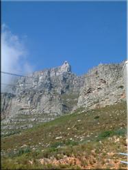 Uitzicht op de befaamde 'Tafelberg'. Een berg die zomaar van het ene op het andere moment kan verdwijnen in een laaghangend wolkendek.
