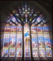 YucoNを象徴する、ステンドグラスの写真