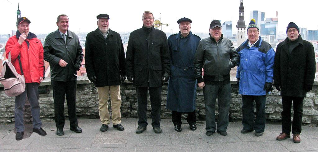 Ryhmäkuva kaupungille lähteneistä