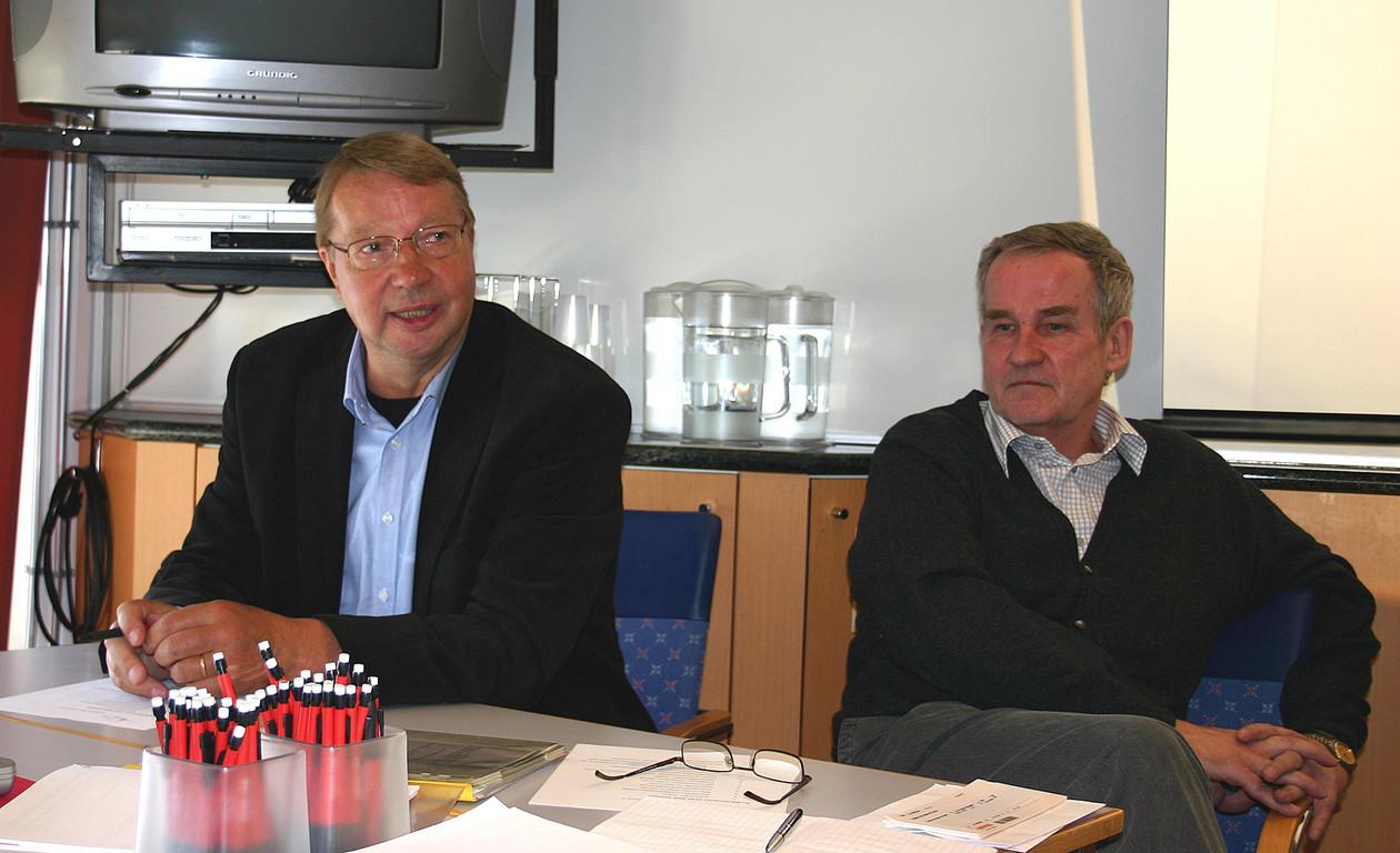 Puhetta johti Niilo Hentunen (vas.) ja sihteerinä toimi Jukka Soini