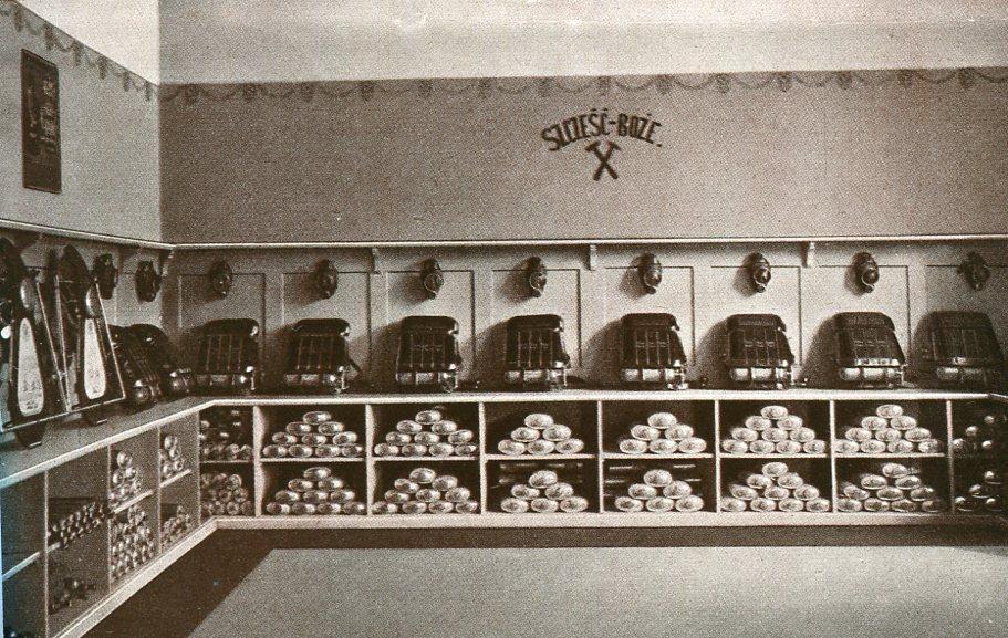 Gerätelager der rettungsstation Myslowice-Grube  Polen   1928