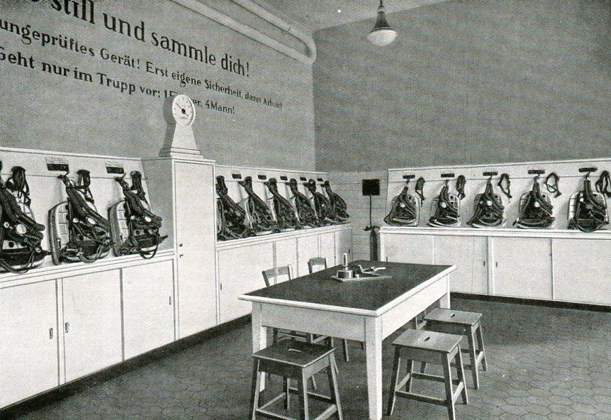 Geräteraum mit Zentralprüfanlage Zeche Graf Bismark in Gelsenkirchen   1938