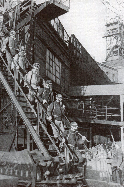 Ausfahrende Rettungstrupps Zeche Prinzregent  Bochum  1935
