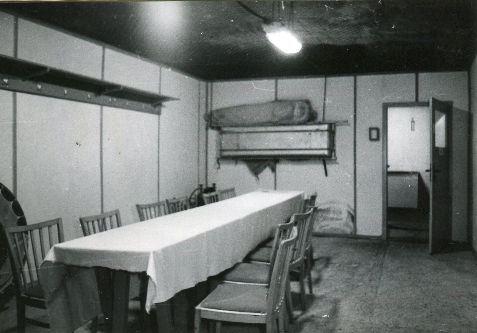 Aufenthaltsraum und Eingang zum Geräteraum