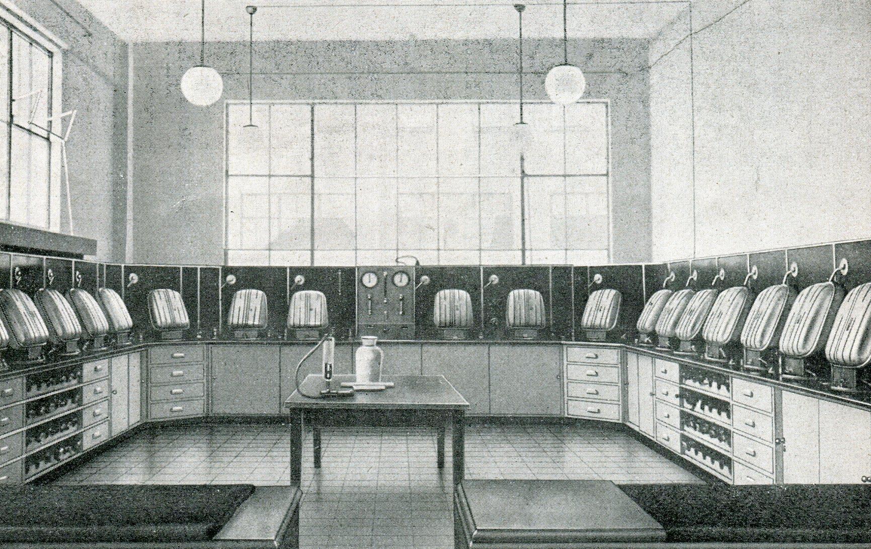 Staatsmine Emma, Steinkohlenbergwerk im Revier Heerlen. Gasschutz-Geräteraum der Rettungsstelle. Ausrüstung Dräger 1947