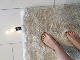 Hanni testet den Hochflor Teppich