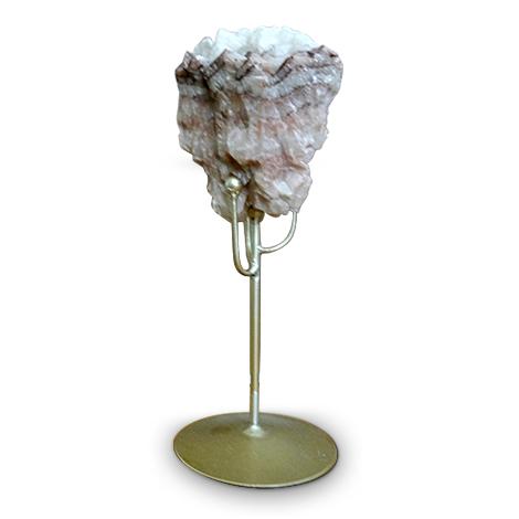 Mineralkunst. Glimmer mit Metallen als Dekorationsobjekt.