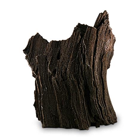 Versteinertes Holz als Stilelement für elegantes Interieur.