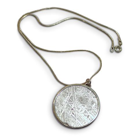 Meteoriten-Anhänger ' Muonionalusta' mit Silberkette.