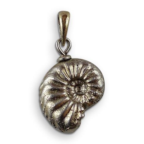 Ammonitenschmuck-Anhänger Amaltheus, versilbert.