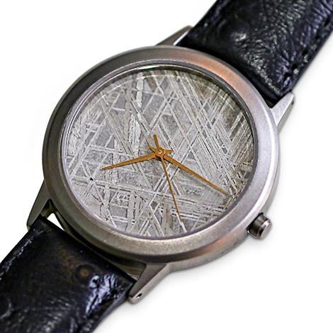 Hochwertige Armbanduhr mit Ziffernblatt aus Meteorit.