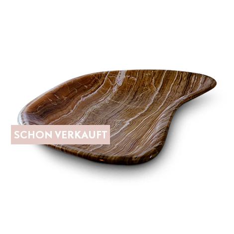 Flache Schale aus dem dekorativen Minereal Aragonit, dekorativ und nützlich.