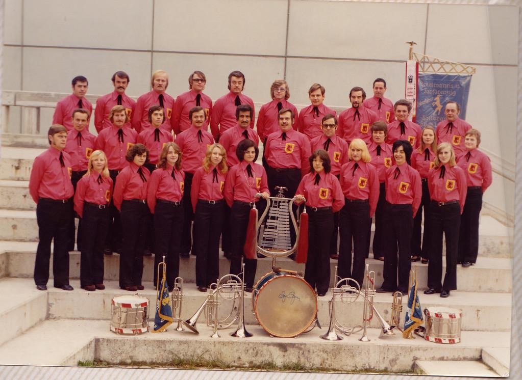 Musikzug 1974  Neue  Sommeruniform