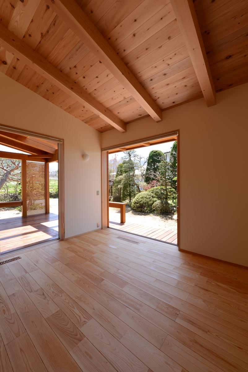 里山辺の家(松本市)-居間~インナーデッキ