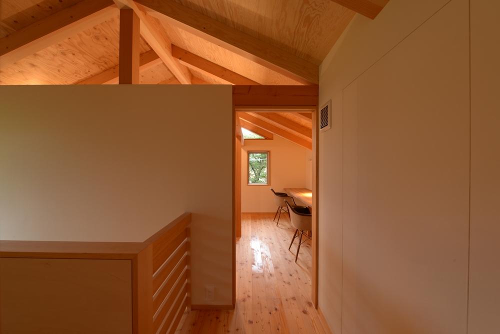 三郷の家Ⅳ(安曇野市)-階段ホール~子供室