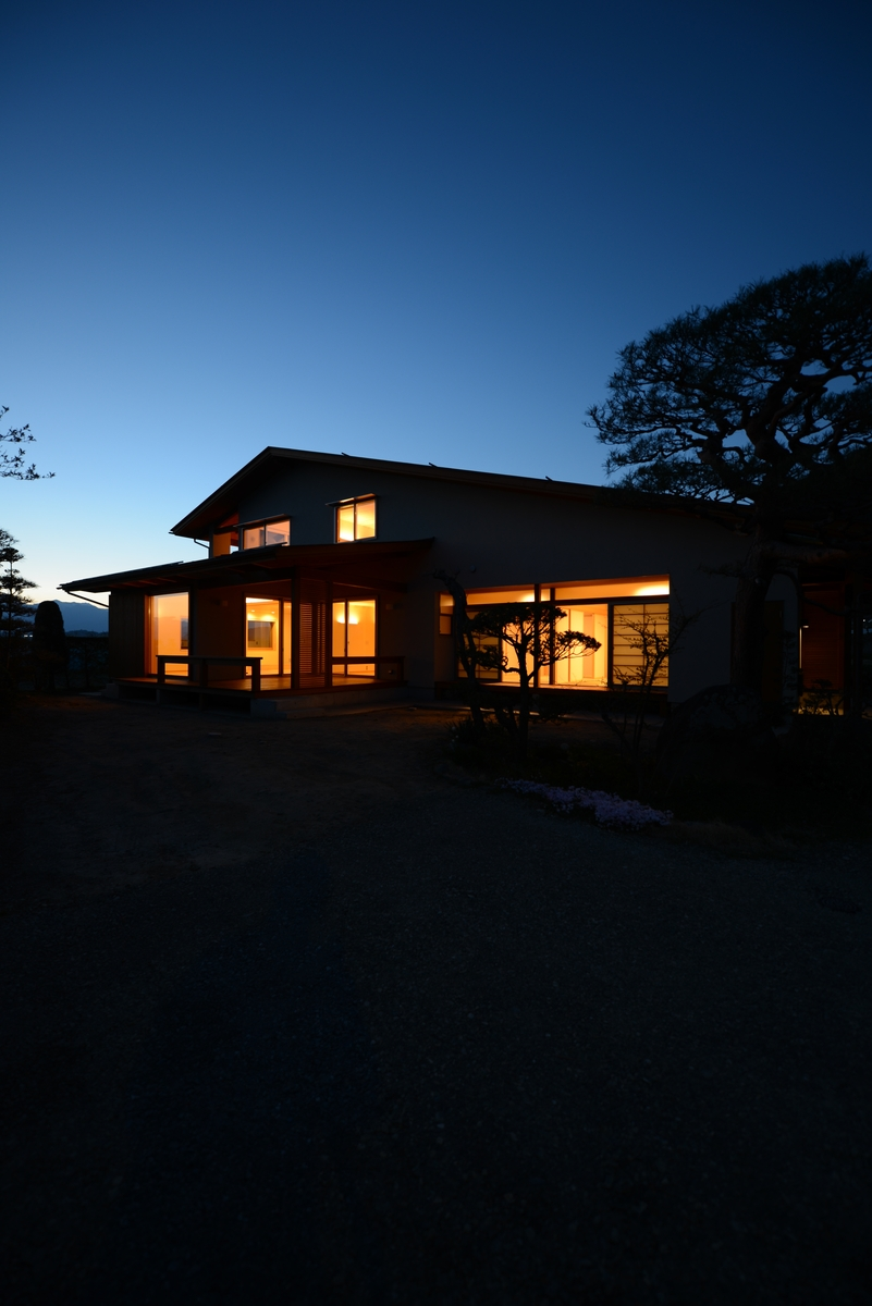 里山辺の家(松本市)-外観夕景