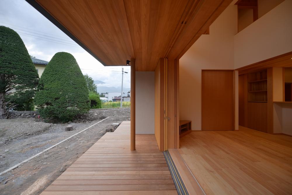 三郷の家Ⅲ(安曇野市)-デッキ|全開木製ガラス戸