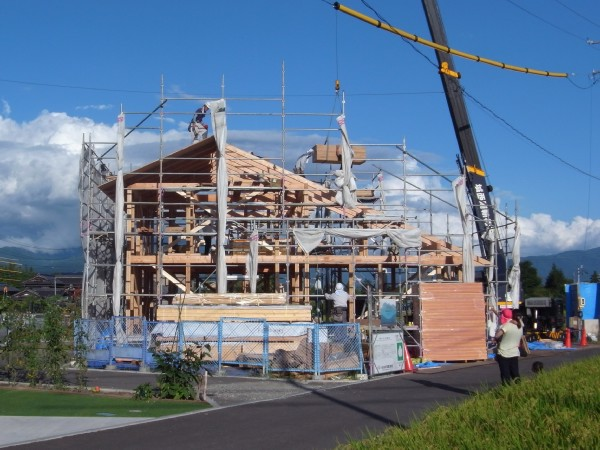 三郷の家・安曇野市で建て方開始 news設計室 建築家